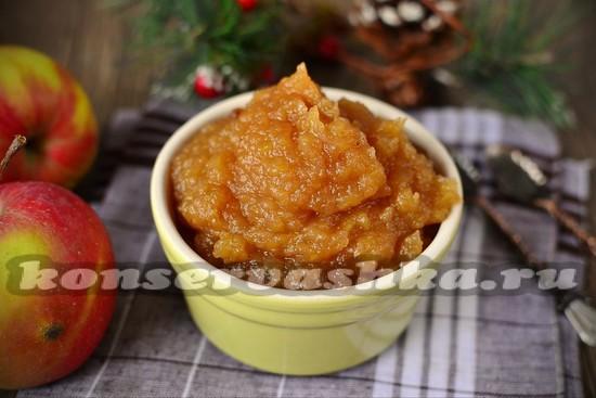 Elmalardan ve portakallardan sıkışır. Zaman ve kış için pişirme 48
